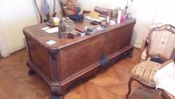 Neobarokk időszakban készült iróasztal eladó. .