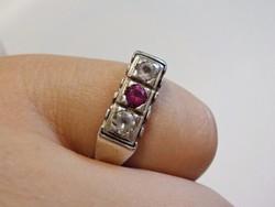 Rózsaszín és fehér köves ezüst gyűrű