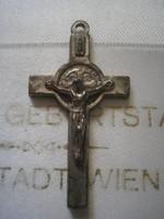 Ezüstözött kereszt két oldalú a hátulján Szűz Mária N4