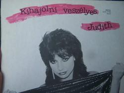 Szűcs Judith: Kihajolni veszélyes LP