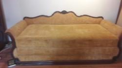 Ágyneműtartós kihúzható barokk kanapé 200*200-as kinyitva