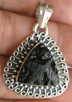 925 ezüst medál tektittel, az univerzum erejével