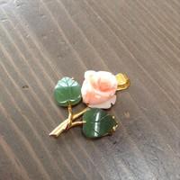 Régi korall és jáde köves rózsa medál