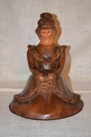 FZ jelzésű kerámia ülő lány virággal