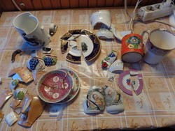 Törött porcelán- cserepek